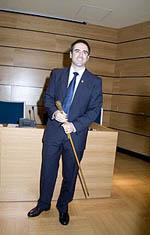 Miguel con el bastón de mando de la ciudad